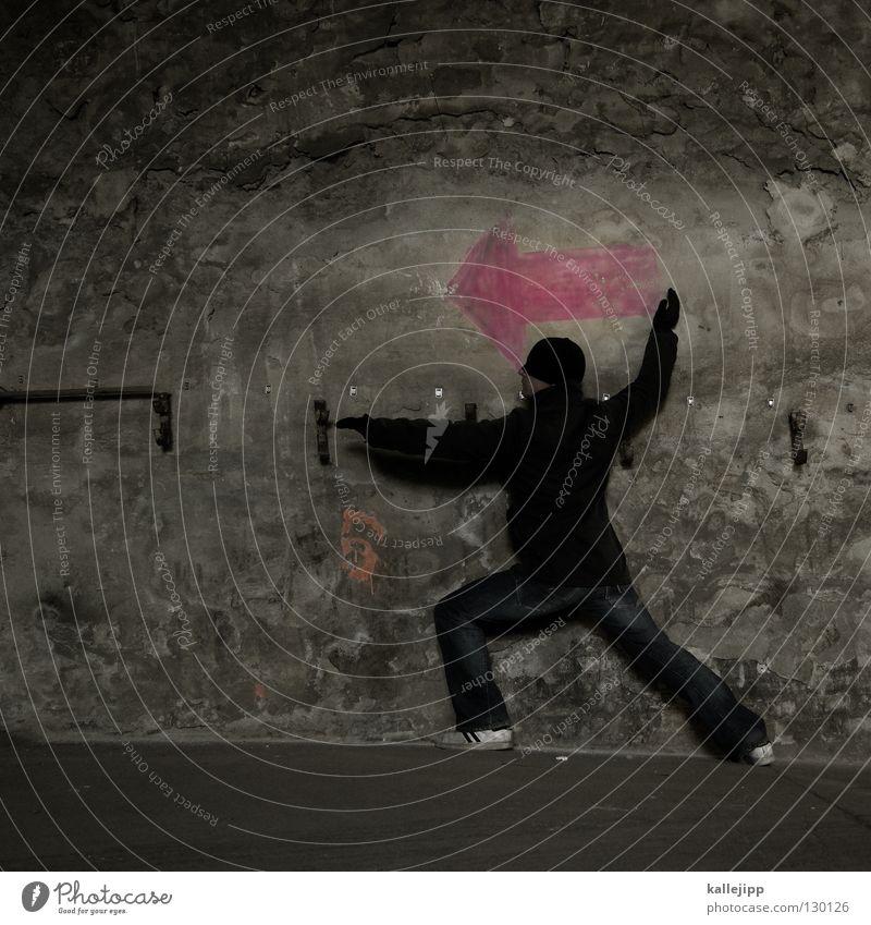 to throw an arrow Mensch Mann Leben Wand Graffiti Mauer Beine Schilder & Markierungen Ziel Zeichen Pfeil Gewalt Mütze Jagd Richtung kämpfen