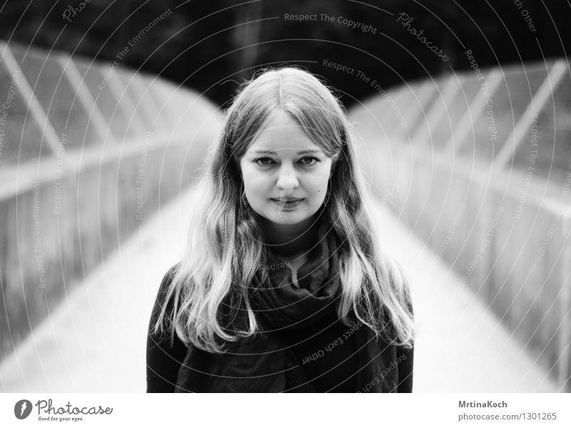 return to the moon. feminin Junge Frau Jugendliche 1 Mensch Stadt Brücke Tunnel Dach Zufriedenheit selbstbewußt Coolness Optimismus Erfolg Kraft Willensstärke
