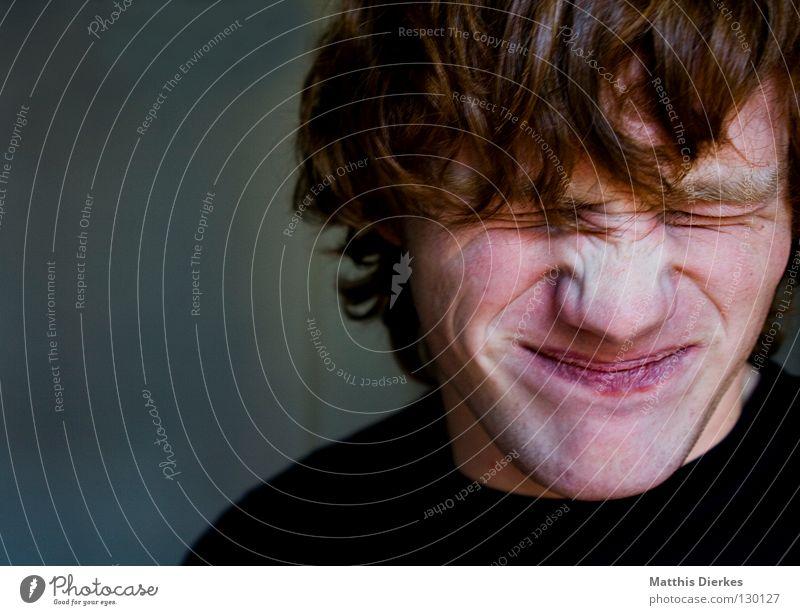 Zerknittert Jugendliche rot Freude Auge Arbeit & Erwerbstätigkeit Haare & Frisuren Mund lustig Nase geschlossen Müdigkeit Falte grinsen Langeweile blenden