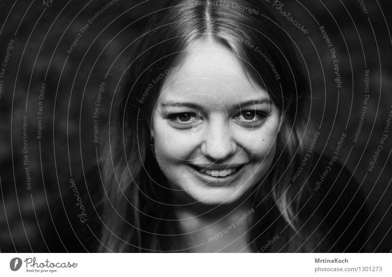 Smile! feminin Junge Frau Jugendliche Erwachsene Freude Glück Fröhlichkeit Zufriedenheit Lebensfreude Frühlingsgefühle Vorfreude Begeisterung selbstbewußt