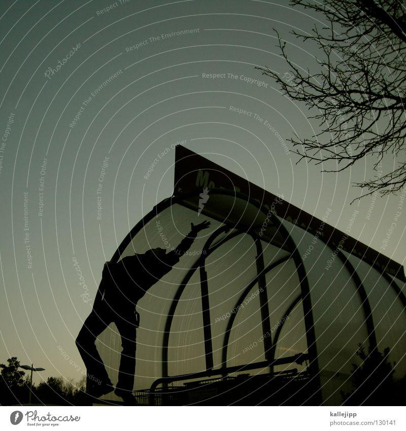 dachschaden Mann Einkaufswagen Mensch Dach Parkplatz Turnen Artist Klettern Skelett Architektur parcours unterstand climb rippchen trashig klamauk Freude comedy