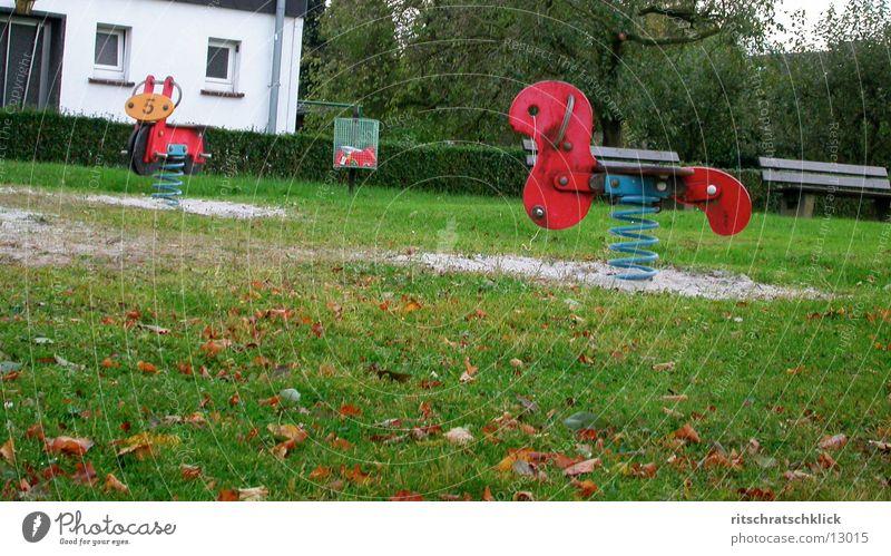 vorwiegend regnerisch Wiese Bank Spielplatz Fototechnik Sandkasten Schaukelpferd