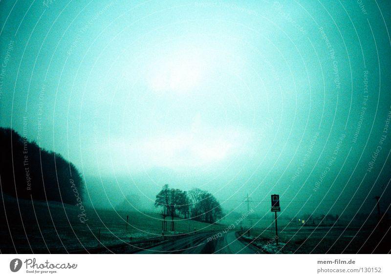 heimweg Himmel rot PKW Regen Wetter nass Verkehr Autofahren Ampel Landstraße Wetterdienst grün-blau