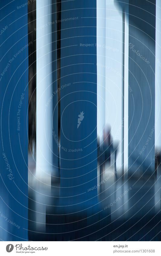 dazwischen Ferien & Urlaub & Reisen Sightseeing Städtereise 1 Mensch Gebäude Architektur Säule atmen dunkel fantastisch Stadt blau ruhig Hoffnung Glaube träumen