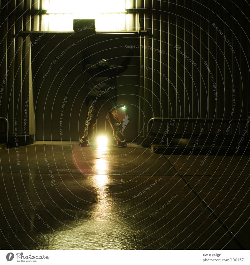 dark | enlightenment II Nachtaufnahme Erkenntnis nass feucht Notausgang Beton hocken Trauer Verzweiflung Winter Herbst Design Symbole & Metaphern Licht