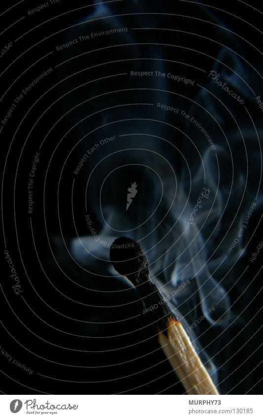 Ende Feuer oder es wird kalt......... Streichholz Physik Holz anzünden erloschen heiß verraucht schwarz grau Brand Vergänglichkeit Makroaufnahme Nahaufnahme