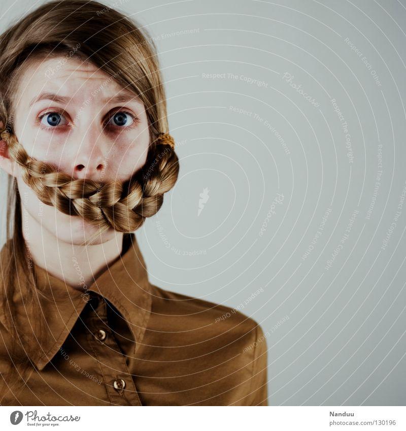 sprach, los Haare & Frisuren ruhig Arbeit & Erwerbstätigkeit Mensch Frau Erwachsene Bart Hemd Maske Zopf Denken stehen Traurigkeit außergewöhnlich lustig Trauer