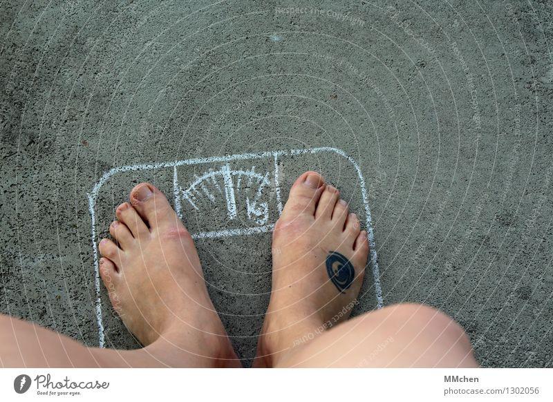 KontrollCenter Gesundheit Gesunde Ernährung Übergewicht Beine Fuß Waage Kreide Diät dick dünn Zufriedenheit geduldig Selbstbeherrschung diszipliniert Völlerei