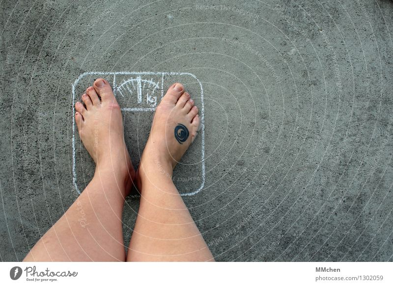Überraschung! schön Gesundheit Gesunde Ernährung Fitness Übergewicht Essen Leben Beine Fuß Waage Diät Laster Glück Zufriedenheit Lebensfreude selbstbewußt