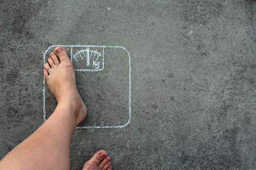 Nur Mut! Lifestyle Reichtum schön Gesundheit Gesunde Ernährung Übergewicht Wellness Leben harmonisch Zufriedenheit Sport Fitness Sport-Training Beine Fuß Waage