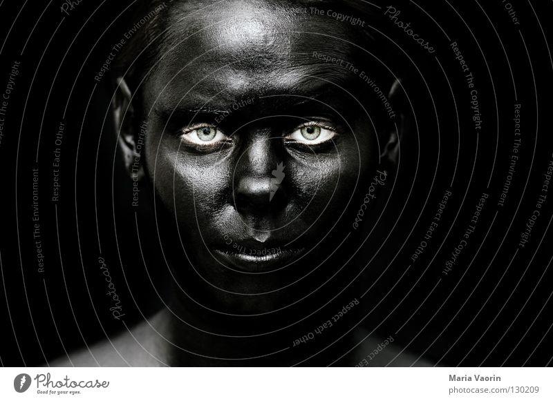 crazy black (7) schwarz dunkel Nacht Schattenseite geheimnisvoll mystisch Geister u. Gespenster aphotisch unheimlich suspekt Porträt Frau Schwarzmarkt dreckig