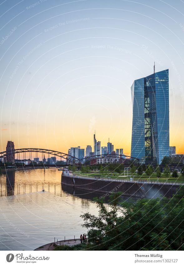 Europäische Zentralbank, Frankfurt Stadt Stadtzentrum Hochhaus Kapitalwirtschaft Banken Eisenbahnbrücke Frankfurt am Main Großmarkthalle Ostend Sonnenuntergang