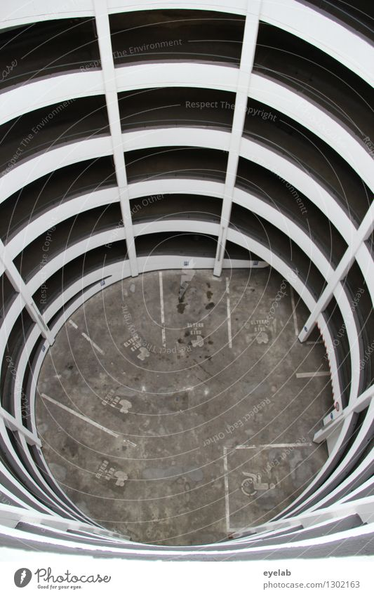 Gefangen im Netz der Parkspinne Stadt Stadtzentrum Altstadt Fußgängerzone Skyline Menschenleer Haus Hochhaus Turm Parkhaus Bauwerk Gebäude Architektur Fassade