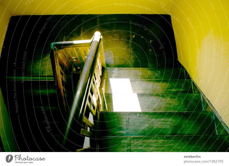Treppenabsatz Sonne Haus dunkel Wand Innenarchitektur Raum Häusliches Leben Niveau geheimnisvoll Geländer Innerhalb (Position) Wohnhaus Treppenhaus