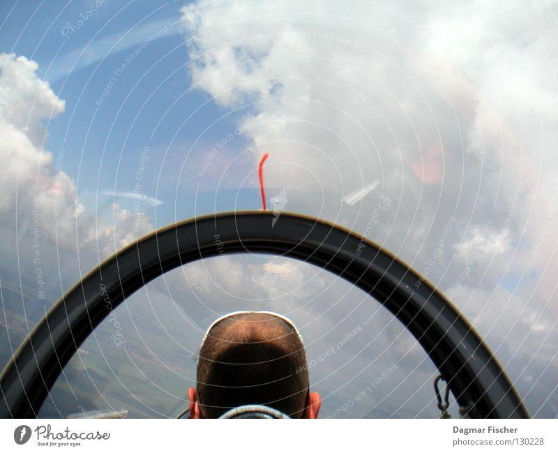 Über den Wolken... Himmel Mann blau Sonne Erwachsene Freiheit grau Haare & Frisuren Luft Horizont Wetter Wind Angst Freizeit & Hobby fliegen