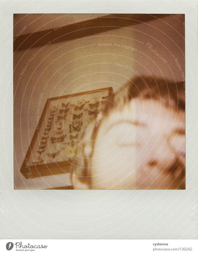 Hoppla - mein erstes Polaroid Mensch Freude Farbe Leben Gefühle Kopf Fotografie warten Geschwindigkeit Perspektive retro Technik & Technologie analog Schmetterling Polaroid Wohnzimmer