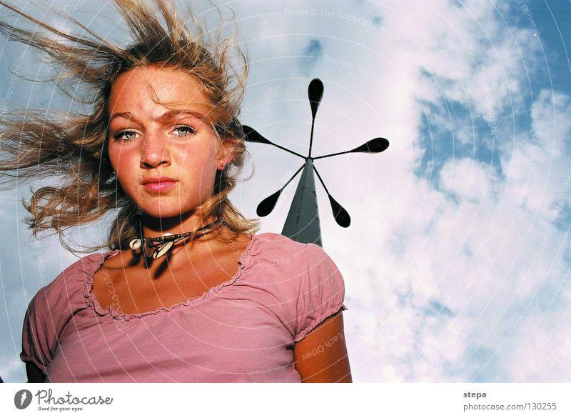 fliegen Frau Himmel blau weiß Freude Wolken Gesicht Auge Haare & Frisuren Lampe blond rosa Mund Nase Industrie