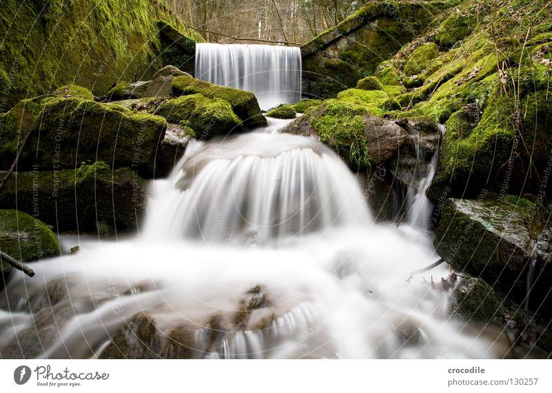 waterfall Natur Wasser grün Wald dunkel Stein Nebel nass Felsen Fluss fallen Langzeitbelichtung Bach Wasserfall fließen