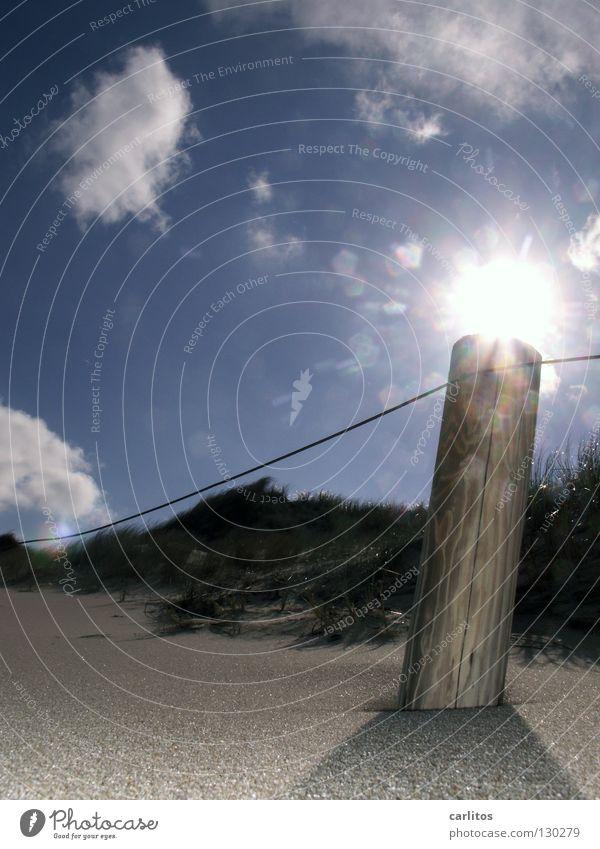 Strandlaterne Küste Sylt Gelenk Luft Meerwasser nautisch Gegenlicht Wetter Sand Salz Stranddüne Himmel Wind Sonne Blendung