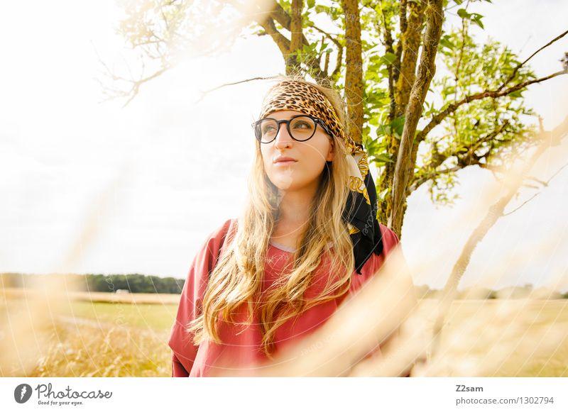 Squaw Lifestyle elegant Stil schön feminin Junge Frau Jugendliche 18-30 Jahre Erwachsene Natur Landschaft Sommer Schönes Wetter Pflanze Baum Gras Sträucher