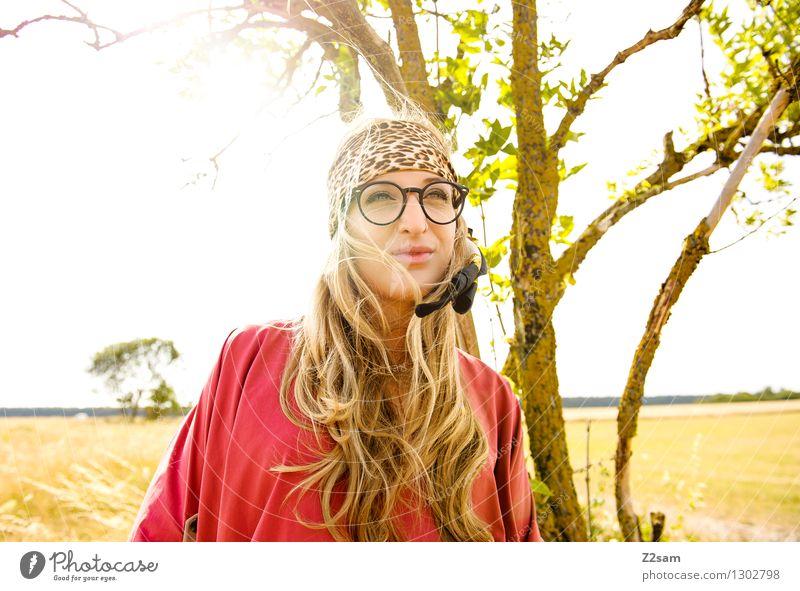 Squaw Lifestyle elegant Stil Freiheit Sommer feminin Junge Frau Jugendliche 18-30 Jahre Erwachsene Mode Bluse rosa Piercing Brille Kopftuch blond langhaarig