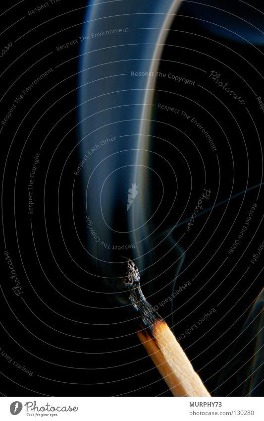 Ende Feuer oder es wird kalt........ II Streichholz Physik Holz anzünden erloschen heiß verraucht schwarz grau Brand Vergänglichkeit Makroaufnahme Nahaufnahme