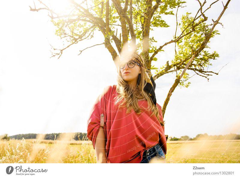 Love is in the air Lifestyle Stil Freiheit Sommer Sonne feminin Junge Frau Jugendliche 18-30 Jahre Erwachsene Natur Landschaft Schönes Wetter Baum Gras