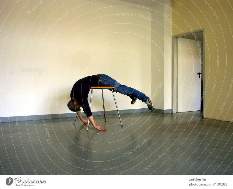 Pause Mann Erholung Wand Tür Raum offen liegen Tisch schlafen Ecke Bodenbelag Pause obskur hängen Material Yoga