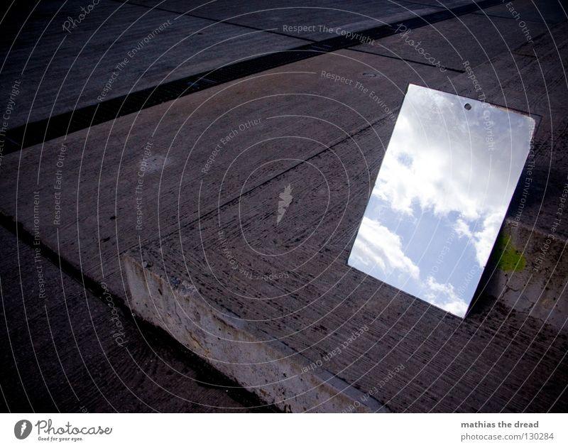 POSITIV THINKING Wand Fassade kalt Asphalt dunkel Ecke Trauer Einsamkeit trist Spiegel Wolken Hoffnung schön Physik Reaktionen u. Effekte verdreht Streifen Teer
