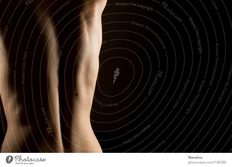 Die Säule Wirbelsäule Low Key dunkel schwarz Licht Seite weich zart nackt Rippen Leberfleck Gesundheitswesen Oberkörper Torso Akt Spielen Rücken