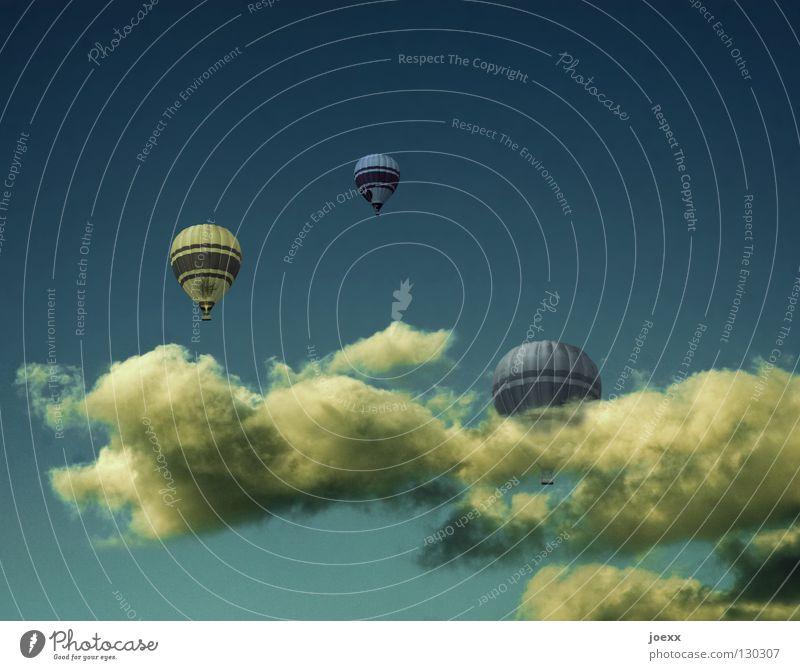 Auf und davon ruhig Ausflug Freiheit Sommer Luft Himmel Wolken Schönes Wetter Wärme Ballone fahren fliegen frei Unendlichkeit hoch oben blau gelb Vertrauen