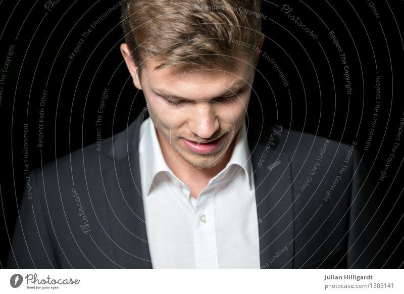 bedacht Lifestyle elegant Stil Abenteuer Wirtschaft Business Karriere maskulin Junger Mann Jugendliche 1 Mensch 18-30 Jahre Erwachsene Umwelt Natur Mode Hemd