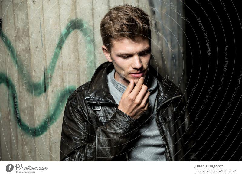 überlegt Lifestyle elegant Stil schön Mensch Junger Mann Jugendliche 1 18-30 Jahre Erwachsene Mode Bekleidung Leder stehen ästhetisch Coolness Erfolg seriös