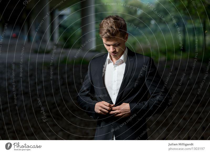 zugeknöpft Lifestyle elegant Stil Abenteuer Wirtschaft Business Karriere maskulin Junger Mann Jugendliche 1 Mensch 18-30 Jahre Erwachsene Umwelt Natur Mode Hemd