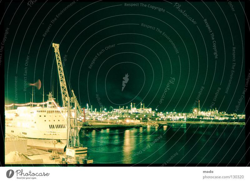 silent sea Italien Nacht Genua Langzeitbelichtung Fähre Seemann Kapitän Licht Meer Wasserfahrzeug Kran Reflexion & Spiegelung Genova Hafen Beleuchtung