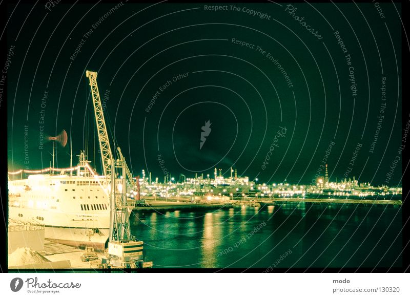 silent sea Meer Wasserfahrzeug Beleuchtung Italien Hafen Kran Seemann Fähre Kapitän Genua