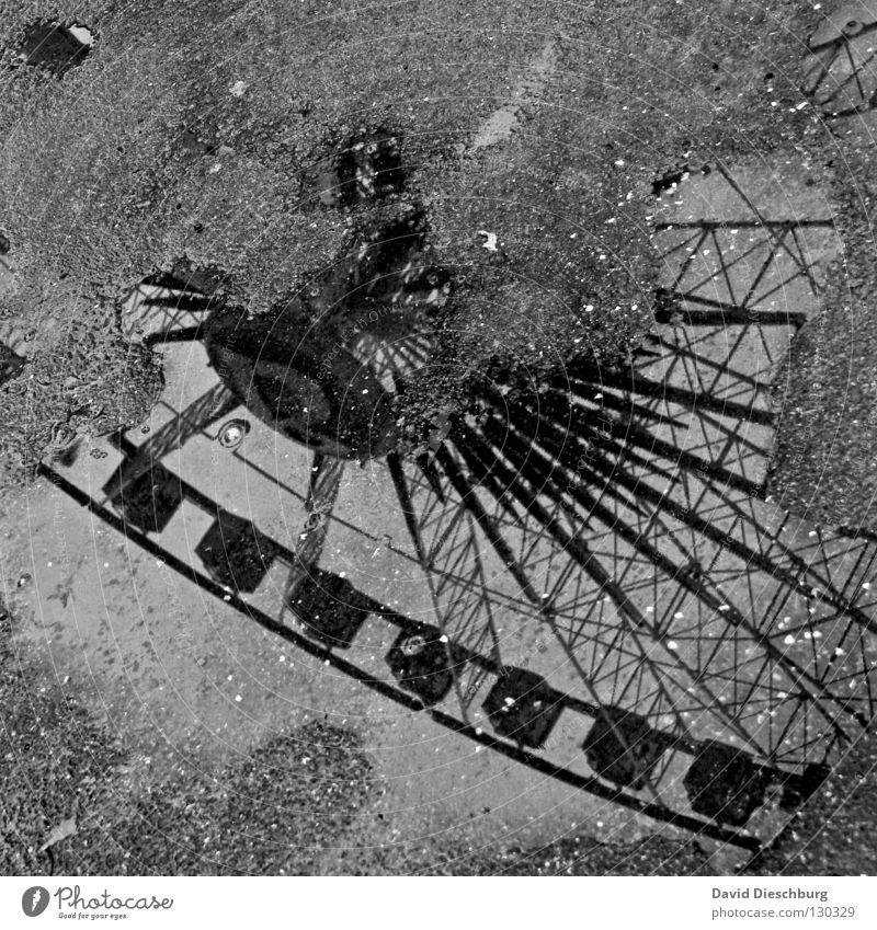 Giant wheel of puddle Pfütze Regen nass feucht Riesenrad Jahrmarkt Schausteller Frankfurt am Main groß Macht Tradition Attraktion Romantik Wagen drehen Müll