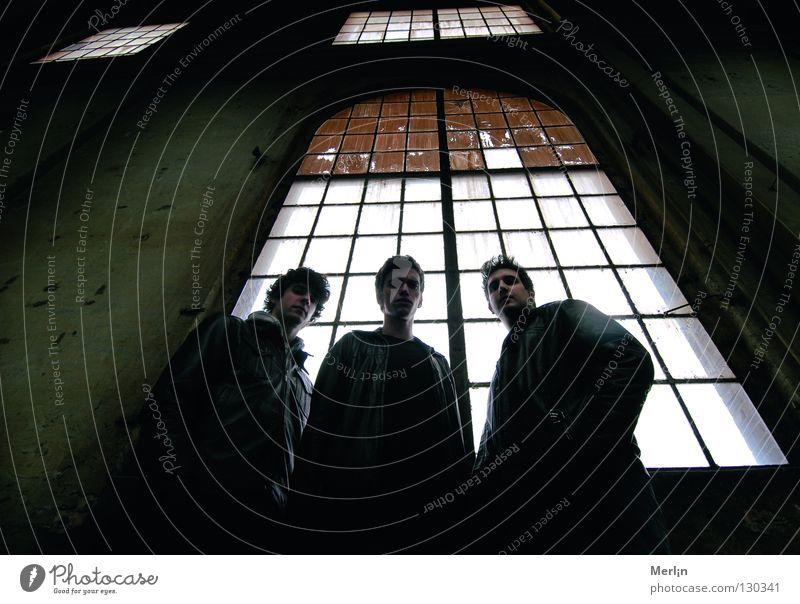 drawback Rockband Winterthur San Pedro de Atacama hart Grünstich Fenster dunkel geheimnisvoll Konzert Rockmusik sulzer Strukturen & Formen scai designs Zürich