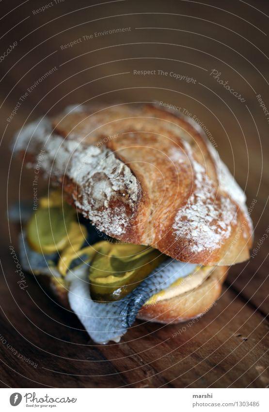 Fischbrötchen Gesunde Ernährung Essen Lebensmittel Stimmung Ernährung Fisch lecker Brötchen rustikal Snack Belegtes Brot geschmackvoll Fingerfood Gurke Senf