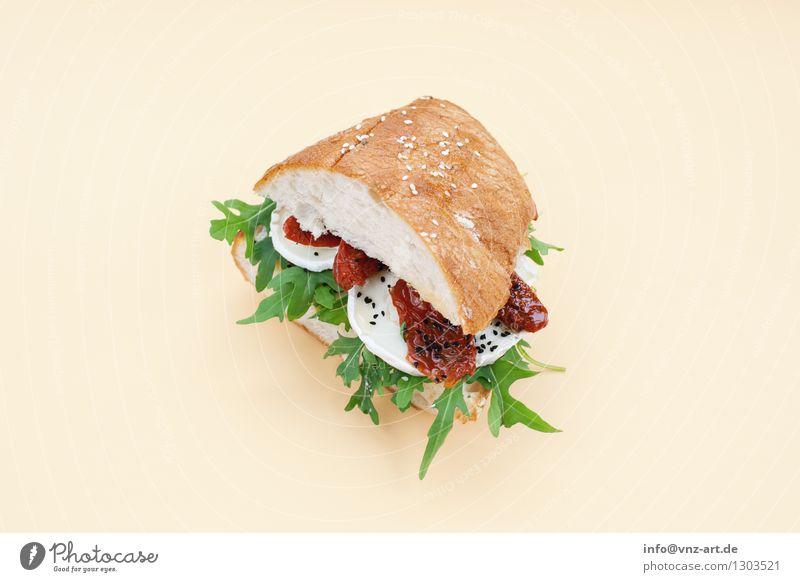 Sandwich gelb Speise Essen Foodfotografie außergewöhnlich lecker graphisch Werkstatt Brot Mahlzeit Geschmackssinn Tomate getrocknet Käse Snack Belegtes Brot