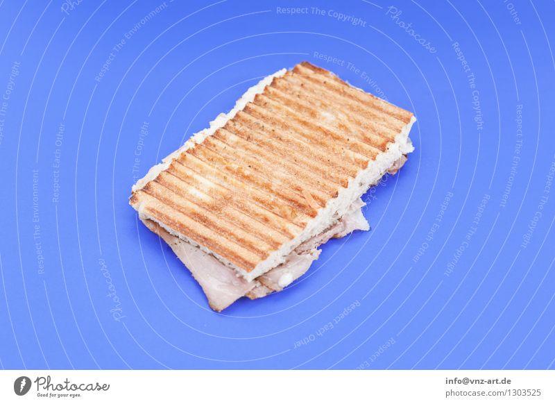 Sandwich blau Essen Foodfotografie außergewöhnlich lecker graphisch Werkstatt Mahlzeit Geschmackssinn Käse Snack Belegtes Brot Toastbrot herzhaft Schinken