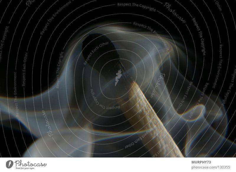 Ende Feuer oder es wird kalt..... IV Streichholz Physik Holz anzünden erloschen heiß verraucht schwarz grau Brand Vergänglichkeit Makroaufnahme Nahaufnahme