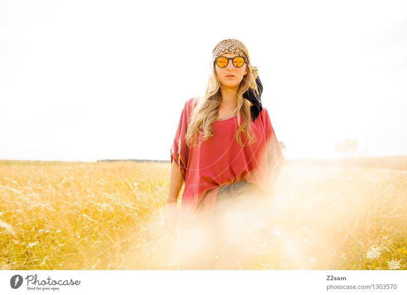 Bayerische squaw Natur Jugendliche Pflanze schön Junge Frau Sonne Blume Landschaft 18-30 Jahre Erwachsene Wiese feminin Stil Freiheit Lifestyle Mode