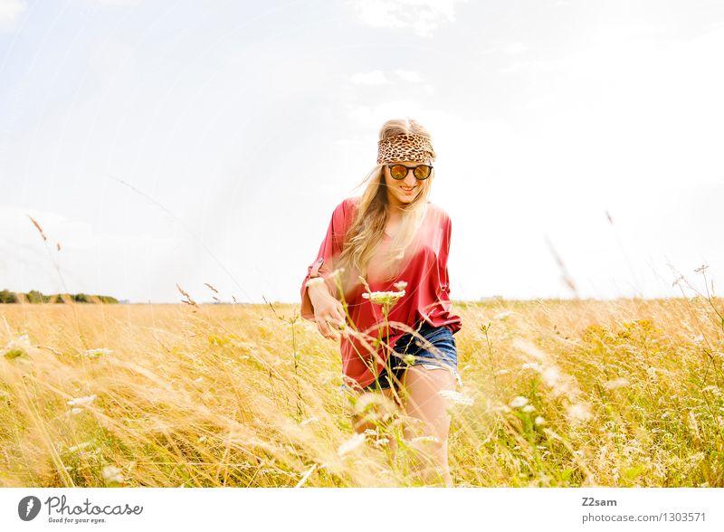 Revival Natur Ferien & Urlaub & Reisen Jugendliche schön Sommer Junge Frau Landschaft 18-30 Jahre Erwachsene Liebe Wiese Gras natürlich feminin Stil Glück