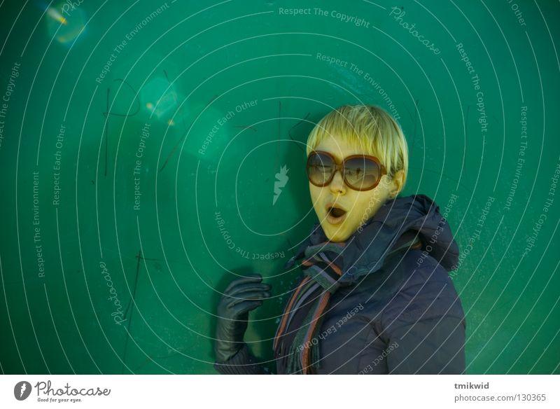 Ohoh Frau Winter blond Freude woman funny sunglasses flares