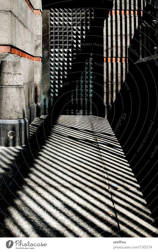 200 mal Licht und Schatten Mauer Religion & Glaube Tür Streifen Geländer Gitter Jubiläum Schattenspiel Gotteshäuser