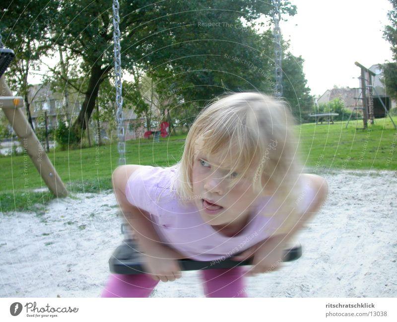 spielplatzszene Mensch Kind Schaukel Spielplatz