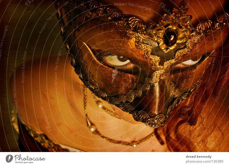 Carrie Mensch Frau Erwachsene Auge dunkel kalt Gefühle bedrohlich Kommunizieren beobachten einzigartig Kreativität geheimnisvoll Maske Karneval gruselig