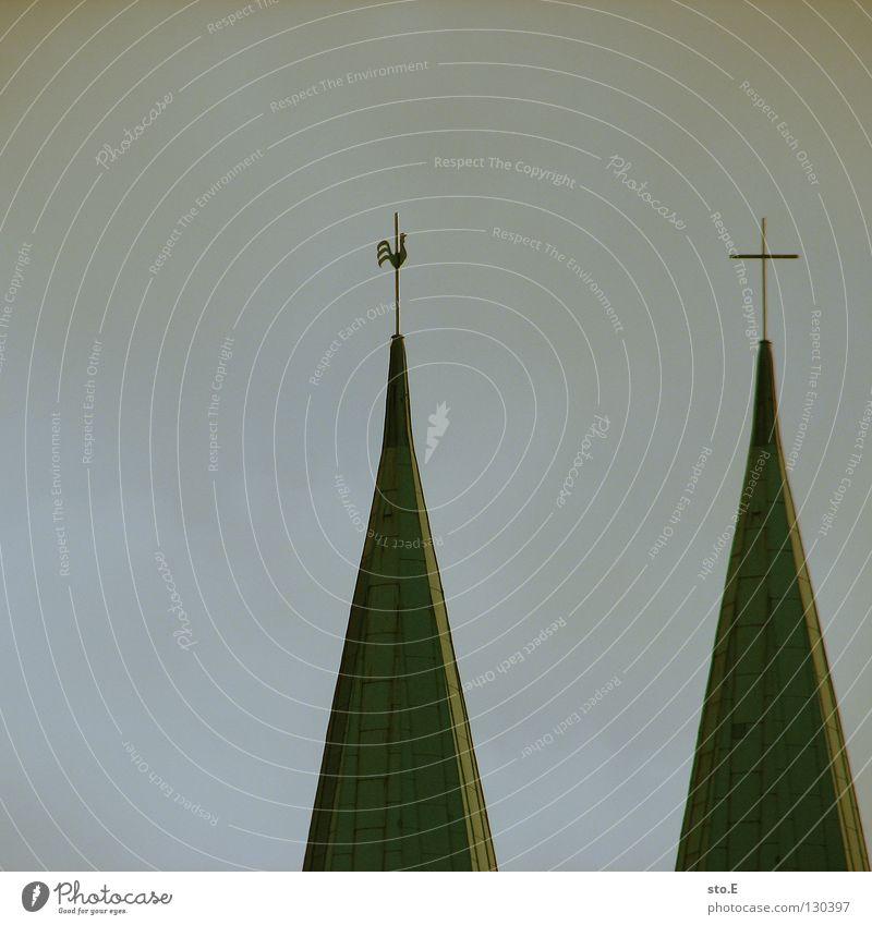 hahn PLUS Kirchturm Kirchturmspitze sehr wenige minimalistisch Hintergrundbild Wolken schlechtes Wetter grau trist trüb Quadrat Silhouette Götter Schatten