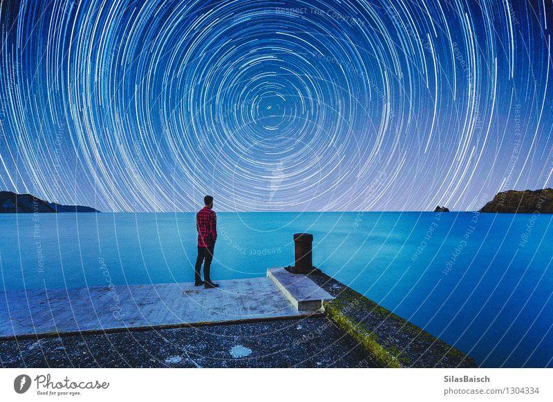 Sterne zählen Mensch Natur Ferien & Urlaub & Reisen Jugendliche schön Meer Junger Mann Landschaft Ferne Strand Berge u. Gebirge Küste Freiheit Horizont